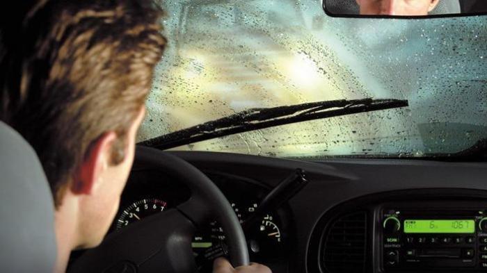 Angkat Wiper Saat Parkir, Bikin Wiper Mobil Jadi Awet, Mitos atau Fakta?