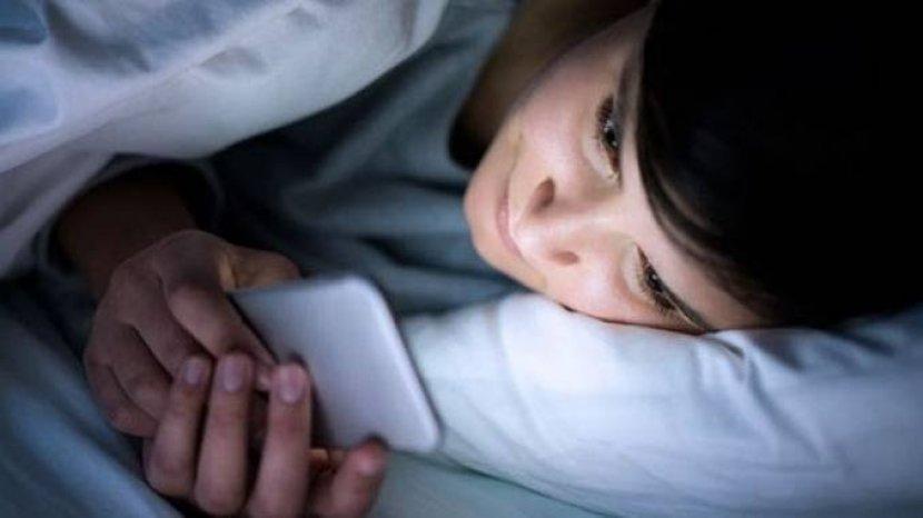 Ponsel Jadi Penyebab Gangguan Tidur Masyarakat Selama Pandemi