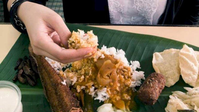 Seperti di Indonesia, 5 Negara Ini Juga Punya Tradisi Makan Pakai Tangan