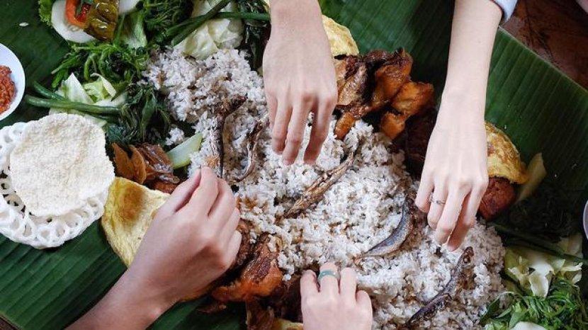 Dianggap Tak Higienis, Makan Pakai Tangan Justru Bermanfaat untuk Kesehatan