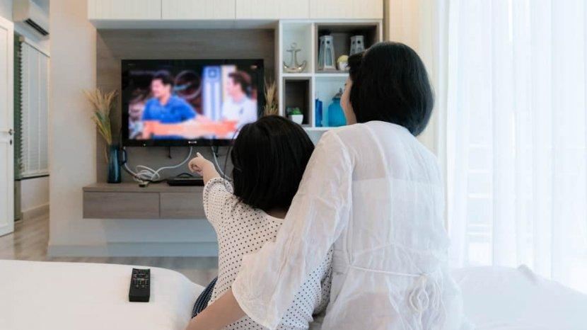 Tidak Baik Membiarkan Anak Kelamaan Nonton TV, Ini Cara Menguranginya