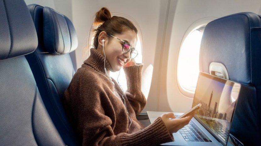 Bolehkah Melakukan Panggilan Telepon Saat di Pesawat?