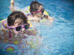 Jangan Ragu Menjari Anak Berenang, Ini 3 Manfaatnya