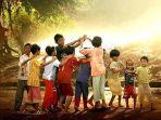 anak-bermain-di-alam-terbuka-hijau-hutan.jpg