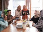 jilbab-lebaran-rumah-makan.jpg