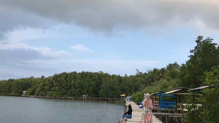 Menikmati Sejuknya Ekowisata Mangrove Petengoran