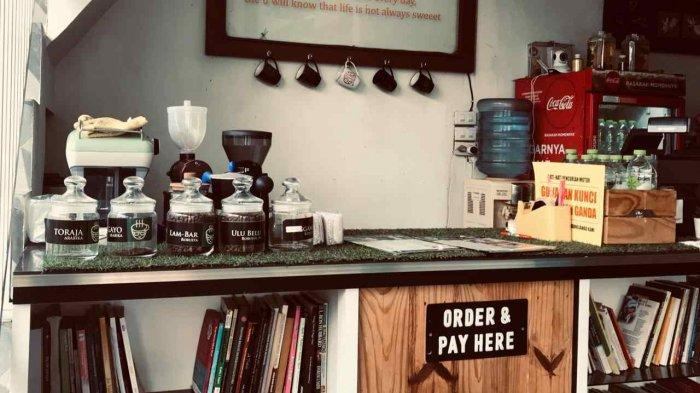 Kafe Aura Book and Coffee Sediakan Berbagai Jenis buku