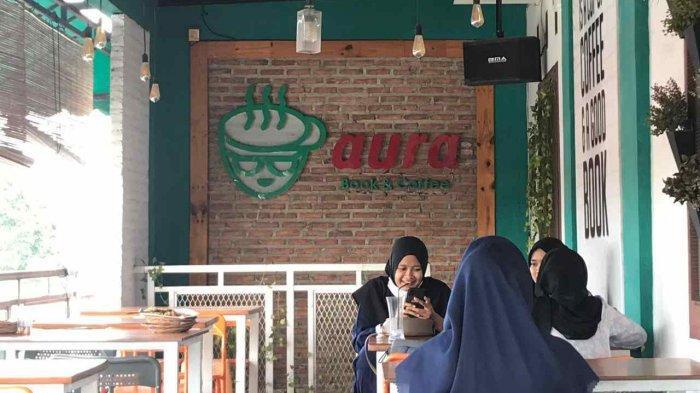 Aura Book and Coffee, Kafe Harga Kantong Mahasiswa