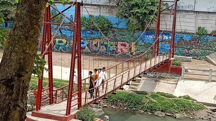 Jembatan Merah Sumur Putri Jadi Ikon Untuk Spot Foto