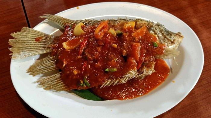 Berbagai Gurame Saus di Restoran Kampoeng Bamboe, Fresh dan Enak