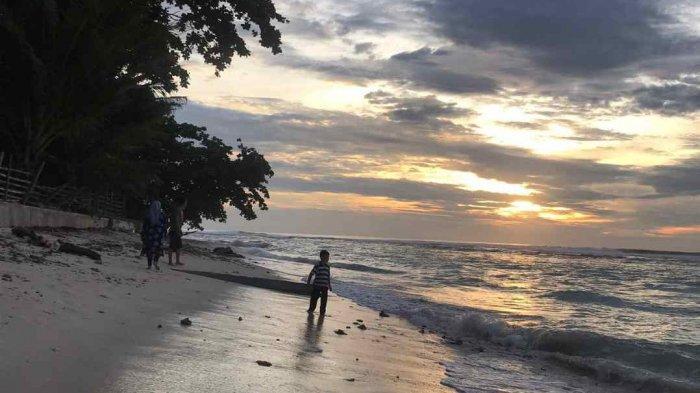 Nikmati Cantiknya Pesona Ombak Pantai Tanjung Setia dari Resort Ombak Indah