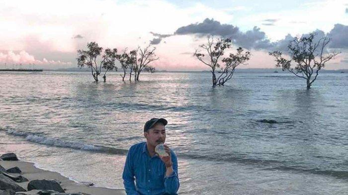Sore di Pantai Sebalang, Bersantai, Mancing, hingga Berenang