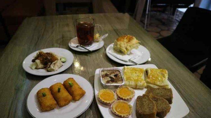 Two Wan Cafe and Gallery, Hadirkan Aneka Kue Kasta