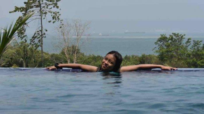 Berenang dengan Pemandangan Laut di Villa Gardenia