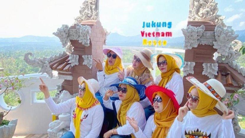 Keseruan-mengunjungi-Jukung-Vietnam-Resto.jpg