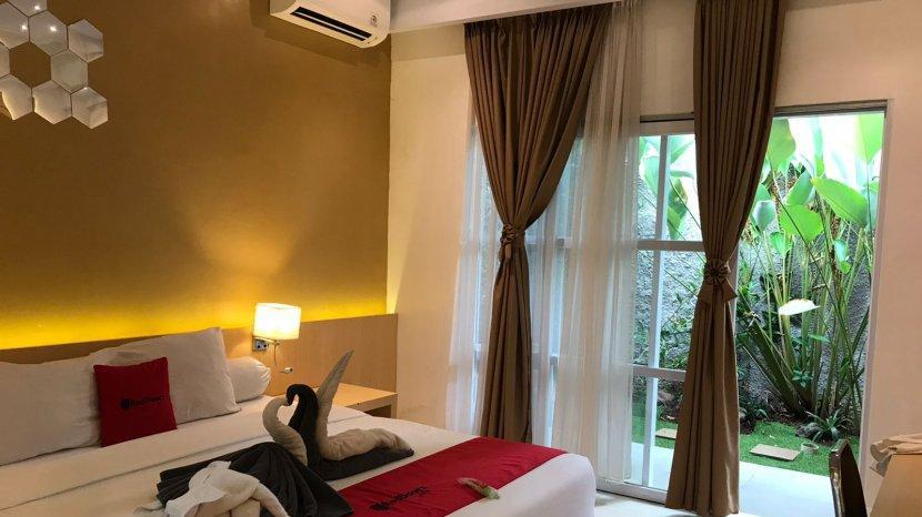 Tampilan-kamar-Suite-Mozys-Guest-House-dengan-mini-garden-di-dalamny.jpg
