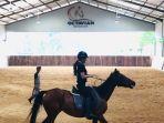 Berkuda-di-Octavian-Equestrian-Centre.jpg