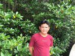 Toni-pengelola-Ekowisata-Mangrove-Petengoran-saat-ditemui-di-lokasi-wisata.jpg