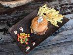 beef-burger-jadi-menu-premium-di-mr-garage.jpg
