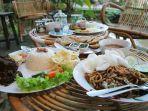 berbagai-menu-makanan-di-maknoni-village.jpg