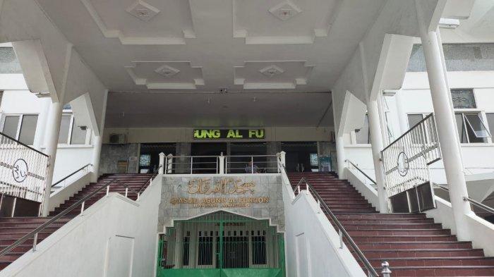Tetap Laksanakan Prokes, Masjid Al Furqon Lakukan Penyemprotan Disinfektan Secara Rutin