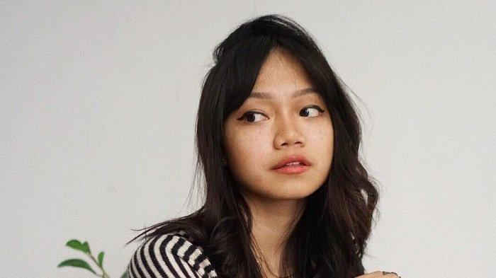 Profil Fathia Izzati Saripudin Youtuber Asal Indonesia dan Vokalis Band Reality Club