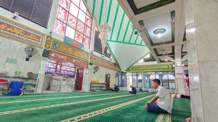 Masjid Al Abror Bandar Lampung Selenggarakan Program Belajar Mengaji untuk Pria Lansia