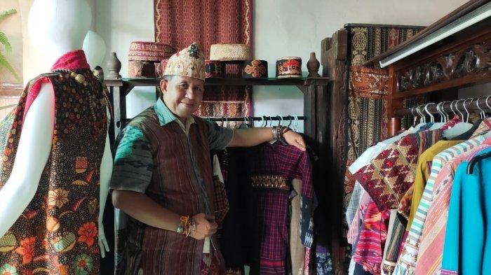 Gemar Mendesain, Raswan Tapis Akhirnya Tergerak Kembangkan Tapis Lampung