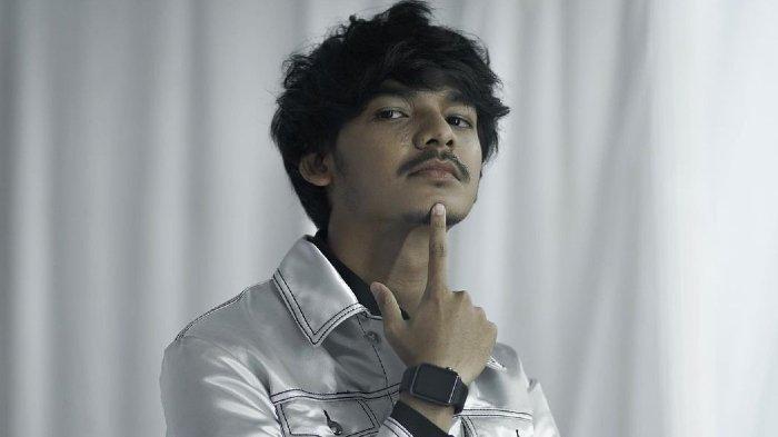 Sosok Alffy Rev Musisi Muda Indonesia yang Merilis Karya Terbarunya Bertema Wonderland Indonesia