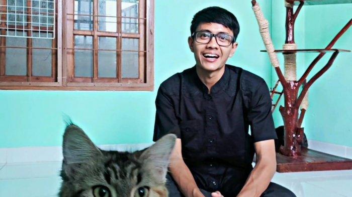 Buat Konten Perawatan Kucing, YouTuber Lampung Raden Arkana Araish Raih 5,71 Ribu Subscriber