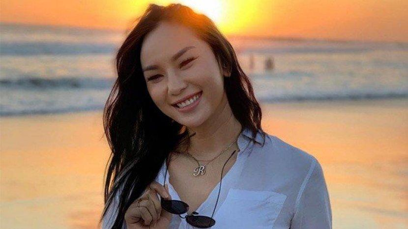 Biodata Kalina Oktarani, Pesulap dan Model Berkebangsaan Indonesia