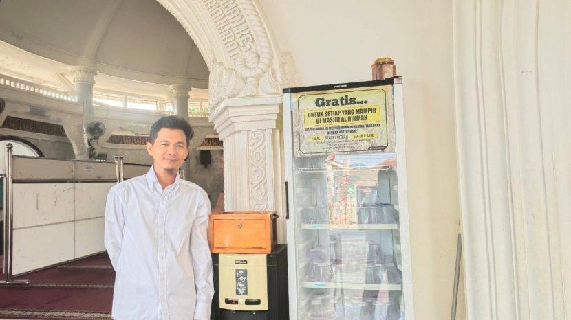 Masjid Al Hikmah Bandar Lampung Sajikan Takjil hingga Ngopi Gratis