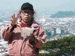 Paus Sastra Lampung Isbedy Stiawan ZS Tulis 1000 Puisi