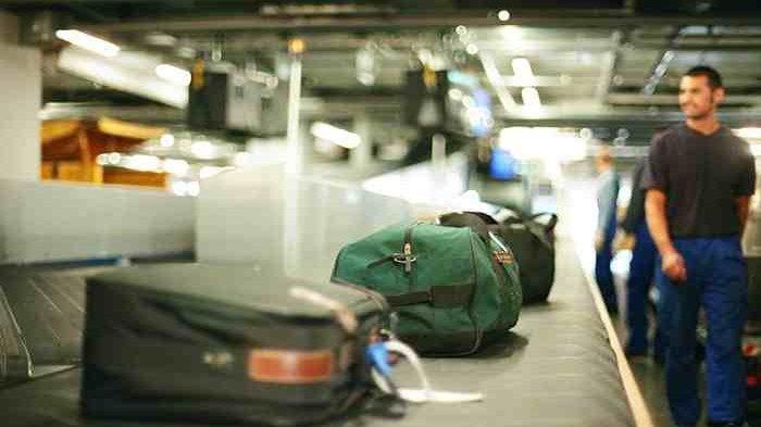 Jangan Pernah Mau Dititipi Barang Saat Hendak Bepergian Naik Pesawat, Ini Alasannya
