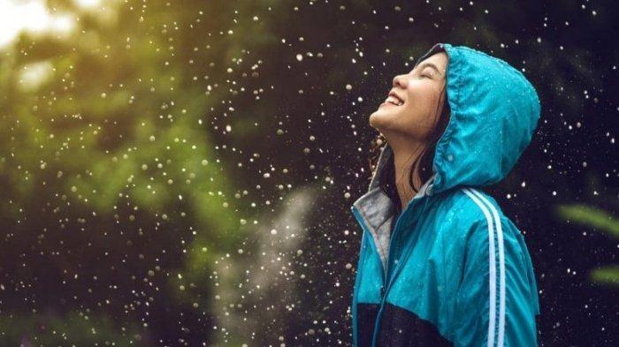 10 Tips Berwisata di Musim Hujan