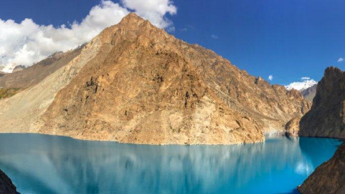 Melihat Keindahan Danau Attabad, Danau yang Tercipta Oleh Bencana, Jadi Spot Instagrammable