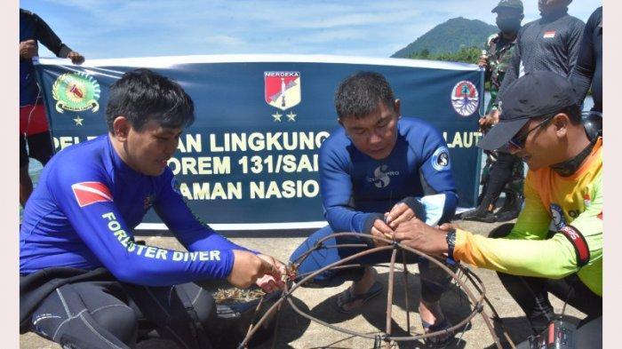 Korem 131/Santiago Tanam Karang di Dasar Laut Pulau Bunaken