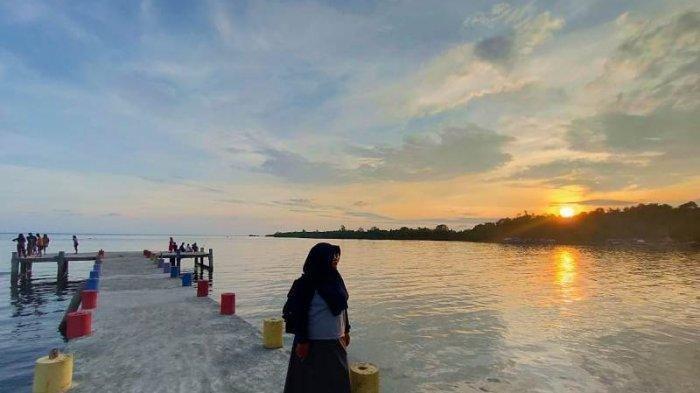 Habiskan Waktu Nikmati Sunset di Ujung Dermaga Pinolantungan
