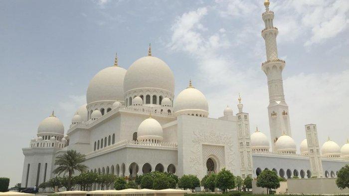 Termasuk Masjid Agung Sheikh Zayed di Abu Dhabi, Ini 6 Masjid dengan Desain Paling Indah di Dunia