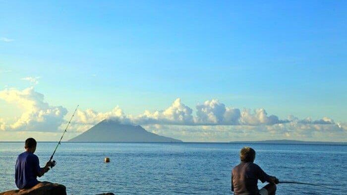 Pantai Malalayang, Surga Kuliner dan Pemandangan Bawah Laut di Kota Manado