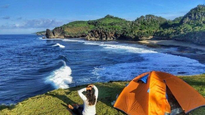 Bisa Nikmati Sunset dari Atas Bukit yang Menjorok ke Laut, Pantai Widodaren Punya Pesona Tersendiri