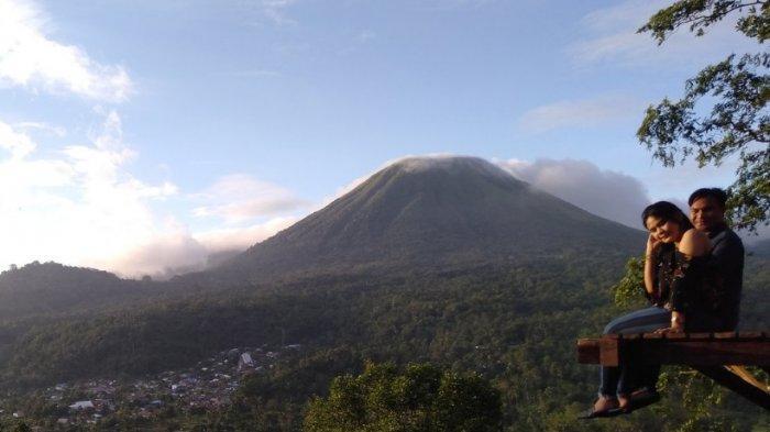 Dari Welu Woloan, Keindahan Gunung Lokon Begitu Nyata