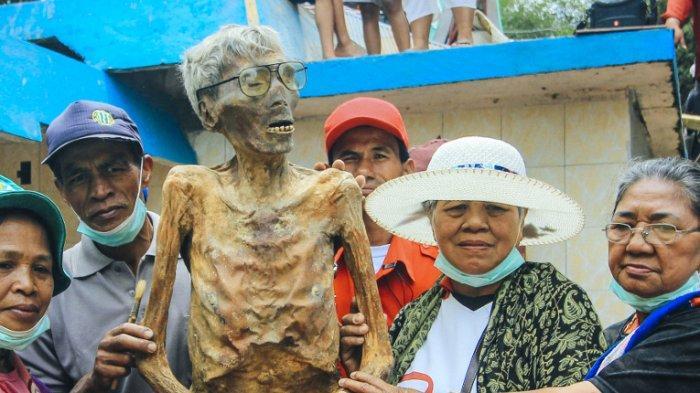 Tradisi-tradisi Aneh Ini Masih Dipertahankan, Satu di Antaranya Ada di Indonesia
