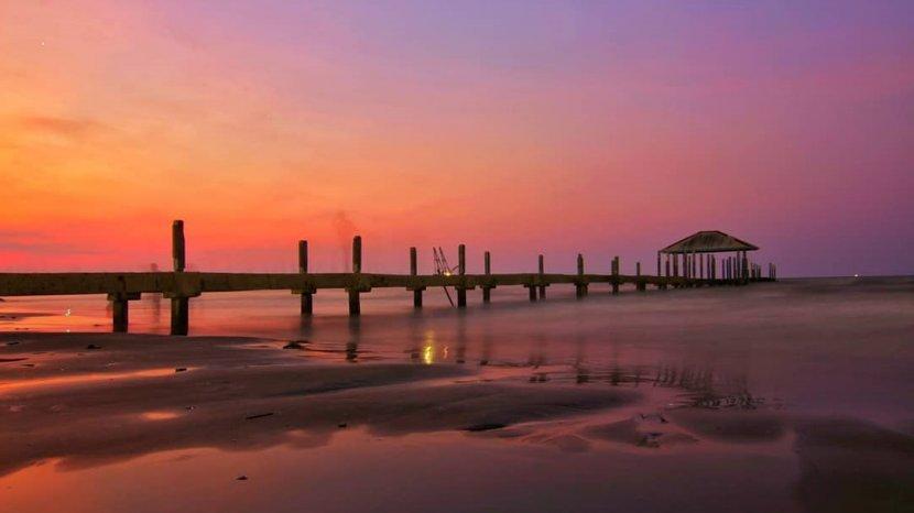 Masih Menunggu Kesiapan Konsep New Normal, Wisata Pantai Ini Sudah Ramai Dikunjungi Wisatawan Lokal