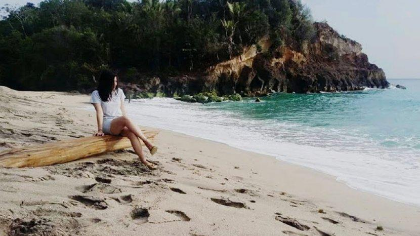 Eksotisme Pantai Mahembang di Minahasa, Bikin Lupa Pulang