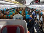 penumpang-pesawat-garuda-indonesia.jpg