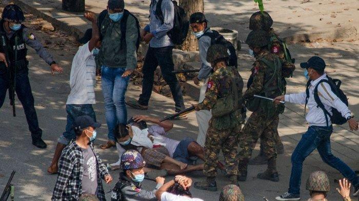 Seorang Demonstran Perempuan di Myanmar Ditembak Mati Oleh Polisi: Mereka adalah Teroris