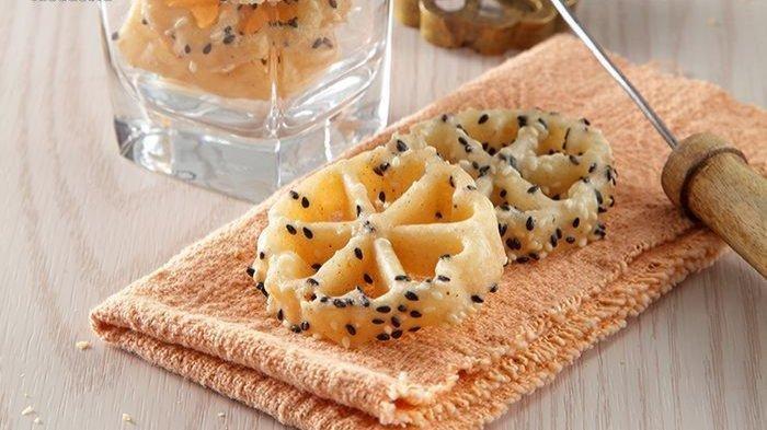 Kue Kembang Goyang, Kue Berbentuk Bunga yang Dibuat dengan Menggoyang Cetakan