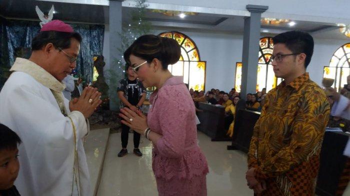 Tetty Paruntu Diberkati Uskup Rolly: 'Ingin Pembangunan Tak Terhenti'