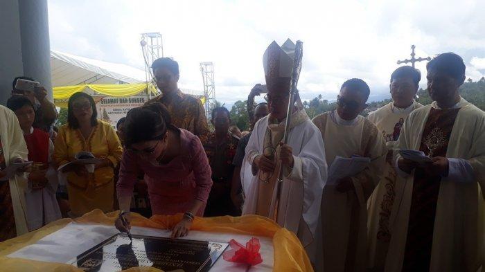 Uskup Rolly Tahbiskan Gereja Katolik Keroit, Tetty Paruntu Yang Meresmikan